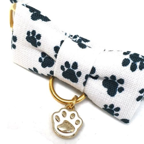 Paws collar with bowtie for cats and small dogs
